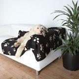 Trixie Flísová deka BARNEY s packami 150 x 100 cm čierna/ béžové packy